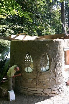 Vancover, Cob built Popcorn Stand. Note the extensive carved decorations.