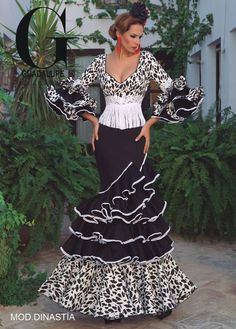 Home Decorating Ideas Kitchen and room Designs Flamenco Costume, Flamenco Skirt, Flamenco Dancers, Flamenco Dresses, Mexican Fashion, Spanish Fashion, Spanish Dress, Mexican Dresses, Moda Vintage