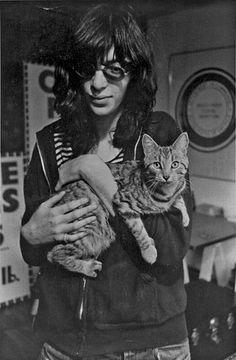 Joey Ramone + cat.
