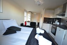 Apartment in London, United Kingdom. The apartment benefits from a comfy bed, Hypnos Sofa Bed, Shower, Fully Fitted Kitchen, Smart TV, microwave and Grill. It is also located within 5 minutes walk to Wood Green shopping City, with all its High Street shops, bars and restaurants. Pots...