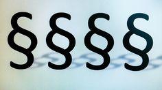 """Kostenloses Buch: Social Media Recht #DigitalPastor """"Wer hat recht?"""" Damit es in Sachen soziale Medien für euch privat und als christliche Kirche, Gemeinde oder Werk nicht dazu kommt, dies gerichtlich klären zu müssen, ist Hilfe und Beratung wichtig. Ich bin letztens auf die Webseite des Kölner Medienanwaltes Christian Solmecke... http://digitalpastor.de/kostenloses-buch-social-media-recht/"""