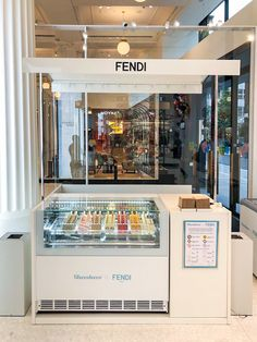 Ice Cream Cart, Ice Cream Parlor, Kiosk Design, Cafe Design, Shop Interior Design, Interior Decorating, Pops Cafe, Waffle Restaurant, Small Restaurant Design