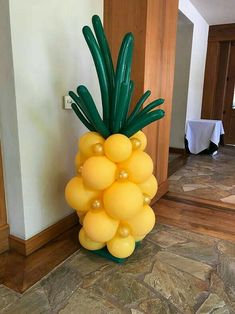 Pineapple/tropical balloon creation for a party.Creative Balloons by Cathy - Balloon Artist, balloon twisting ent Aloha Party, Luau Theme Party, Party Set, Tiki Party, Birthday Party Themes, Pool Party Birthday, Tropical Party Themes, Luau Party Snacks, Luau Party Crafts