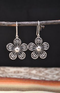 Handmade earrings delicately design by Ecuadorian artisans, with sterling silver filigree and beautiful details.