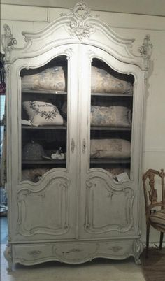 Beautiful Wooden Closet 7....More Amazing #wooden #Closets & #Armoires and #Woodworking Projects, Photos, Tips & Techniques at ►►► www.woodworkerz.com