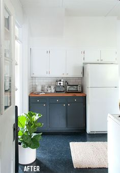 Black lower cabinets + white upper cabinets