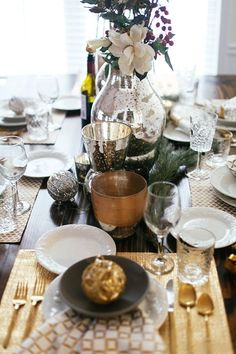 Christmas and New Years table setting ideas for Christmas dinner, New Years day, and family celebrations during the holidays!