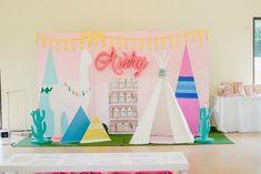Avery's Boho Llama Themed Party – Stage