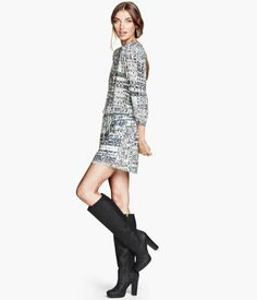 Short patterned dress - from H&M Dress Outfits, Fashion Outfits, Women's Fashion, Crepe Dress, Online Shopping Clothes, Dress Patterns, Latest Fashion Trends, Beautiful Outfits, Fashion Online