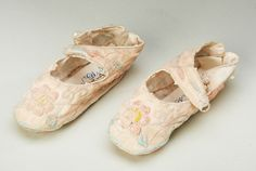 Baby Slippers 1930-1939. Quilter's Guild Heritage Collection Ballet Dance, Ballet Shoes, Dance Shoes, Body Adornment, Baby Slippers, Footwear, Quilts, Museum, Collections