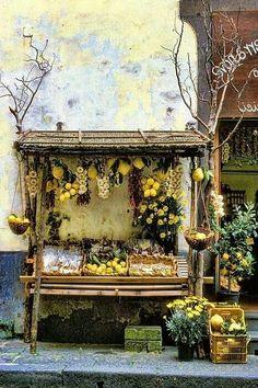Lemons & garlic for sale Sorrento, Italy.