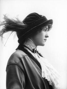 Shirley Kellogg by Bassano, 1913