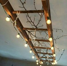 Another idea for our wooden ladder. A vintage wooden ladder makes great lighting! This one is wrapped with globe lights, and decorated with vintage chandelier crystals and branches. There are endless variations on this theme! Diy Casa, Luminaire Design, Vintage Chandelier, Diy Chandelier, Outdoor Chandelier, Vintage Lamps, Globe Lights, Outdoor Lighting, Lantern Lighting