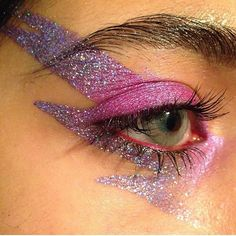 Glitter makeup for Carnival - Luiza Gomes, Glitter make-up for carnival see many glitter make-up inspirations, learn how to put glitter on your face. Eye Makeup, Makeup Art, Kesha Makeup, Glam Rock Makeup, Sparkle Makeup, Clown Makeup, Makeup Inspo, Makeup Inspiration, Makeup Ideas