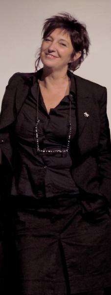 """http://www.mynd-magazine.it/appuntamenti/details/177-storie-di-resistenza-e-coraggio-al-femminile.html Si lavorerà alla scrittura di un nuovo reportage teatrale ispirato a una storia al femminile raccolta dall'incontro con associazioni locali. """"Storie di resistenza e coraggio al femminile"""", si articolerà in 4 incontri di 3 ore dal 4 al 7 novembre dalle 18 alle 21. http://www.liviagrossi.altervista.org/ Lecce, Ammirato Culture House ore 18:00, ingresso libero Info. 370.3229955"""