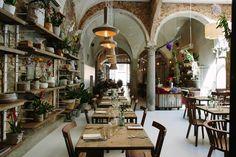 """Un insolito ristorante """"food & flowers"""" dove oltre alla cucina ci sono un fioraio e uno store di design, un tapas bar e un bistrot"""