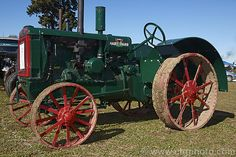 The Hart-Parr company was acquired by Oliver in 1929 and for a while afterwards the Hart-Parr models such as this one were sold and rebadged as Oliver Hart-Parr. More Tractor Photos. Case Ih Tractors, Old Tractors, John Deere Tractors, Antique Tractors, Vintage Tractors, Mahindra Tractor, Tractor Pictures, Farm Show