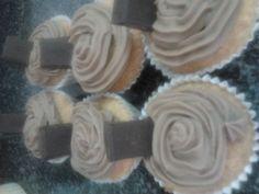 Cupcakes de naranja y chocolate  http://aminomegustacocinar.wordpress.com/2012/10/03/cupcakes-de-naranja-y-chocolate/