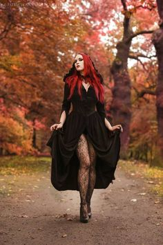 Model: Revena Photographer: Patrycja Anna Mikołajczyk Photography Welcome to Gothic and Amazing | www.gothicandamazing.com