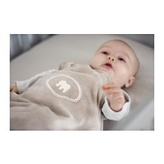 IKEA - CHARMTROLL, Schlafsack, , Praktisch, um dem Baby auch unterwegs die gewohnte Wärme und Geborgenheit zu sichern.Der Schlafsack ersetzt Bettzeug, das üblicherweise weggestrampelt wird; ermöglicht gleichmäßig behagliche Temperatur.Durch den langen Reißverschluss lässt sich der Schlafsack weit öffnen. Praktisch zum Reinschlüpfen und Aussteigen.Mit aufgesticktem Elefantenmotiv.