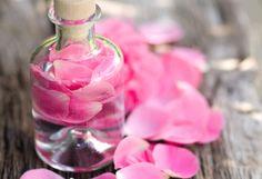 Fabriquez votre eau de rose démaquillante noté 3.5 - 2 votes L'eau de rose pour se démaquiller est un produit miraculeux. Elle protège la peau sans l'agresser et diffuse une bonne odeur. Si vous êtes convaincu de ses vertus et que vous en utilisez tous les jours, apprenez à fabriquer la vôtre: Faites bouillir 25cl …