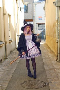 Witchy Lolita for Halloween ♥ Visual Kei, Kawaii Fashion, Lolita Fashion, Grunge, Japanese Street Fashion, Harajuku, Couture, Halloween Cosplay, Lolita Dress