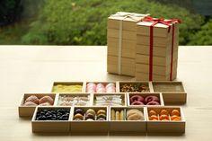 和菓子店「HIGASHIYA(ヒガシヤ)」の「お菓子のおせち」。数量限定で発売。