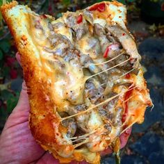 Junk Food I normally go burger instead of cheese steak sammich, but then I saw this absolute stunner from the Sultan of Sammiches . I Love Food, Good Food, Yummy Food, Food Porn, Masterchef, Food Goals, Food Cravings, Junk Food, I Foods