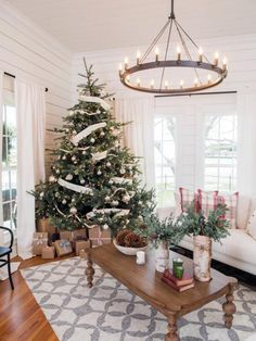 Find out where to buy Joanna's favorite Fixer Upper Christmas decor to create this same warm farmhouse Christmas feel in your home Noel Christmas, Country Christmas, All Things Christmas, Christmas Kitchen, Silver Christmas, Victorian Christmas, Simple Christmas, Magnolia Farms, Magnolia Homes