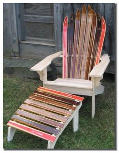 Old skis upcycled into chair. Vieux ski recyclé en chaise #ski #snow #recyclé #recyclage #recycled #recycling #hiver #neige #deco #chaines chainesbox.com
