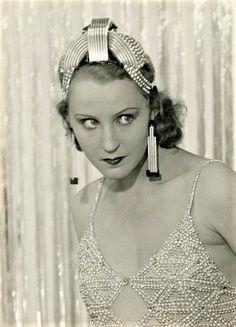 Brigitte Helm (from Metropolis) 1928 Metropolis 1927, Black White Photos, Black And White, Silent Film, Film Industry, Timeless Beauty, Unique Vintage, Love Her, Dancer