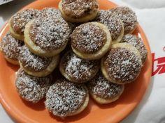 Ma egy egyszerű és csodás receptet találtam, nálunk nagy sikere van! hozzávalók Tészta: 40 dkg liszt, 20 dkg vaj, csipet só, 1 tasak sütőpor, 3 ek.cukor, 2 ek.tejföl, 2 tojássárgája. Diós hab: 12 dkg dió, 1-2 ek.lekvár, 2 tojás fehérje … Egy kattintás ide a folytatáshoz.... → Soul Food, Muffin, Goodies, Sweets, Ale, Cooking, Breakfast, Recipes, God