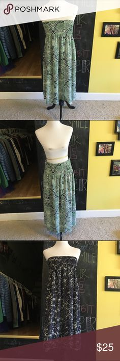 CABI reversible dress/skirt Reversible CaBi strapless dress or maxi skirt! Never worn, great with a jean jacket as a dress or with a blouse as a skirt. CAbi Dresses Midi