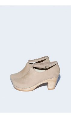 Classic Shoe on High Heel in Mocha