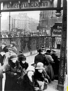 1924 U-Bahnhof Potsdamerplatz,rechts die Koeniggraetzerstrasse