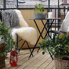 Balkon 66 Creative Small Balcony Design Ideas for Spring – Balkon ideen Small Balcony Design, Small Balcony Garden, Small Terrace, Balcony Deck, Small Patio, Balcony Chairs, Small Balconies, Outdoor Balcony, Balcony Railing