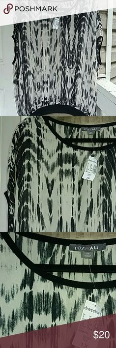 Brand New With Tags Roz & Ali dressbarn blouse Sheer with black trim, cream and black, scoop neck, flowy and amazing Roz & Ali Tops