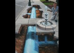 Street painting, also commonly known as pavement art, chalk art, and sidewalk art, is the performance art of rendering original and non-original artistic 3d Street Art, Amazing Street Art, Street Artists, Amazing Art, Awesome, Amazing Photos, Graffiti Art, Street Graffiti, Illusion Kunst