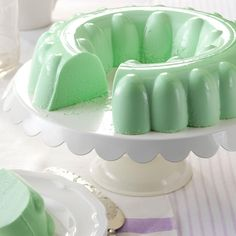 Simple Lime Gelatin Salad Recipe -Looking for a festive dish to light up the buffet? This pretty green gelatin salad is eye-catching and has a delightful, tangy flavor. Jello Desserts, Dessert Salads, Just Desserts, Delicious Desserts, Dessert Recipes, Potluck Recipes, Lime Jello Salads, Fruit Salads, Green Jello Salad