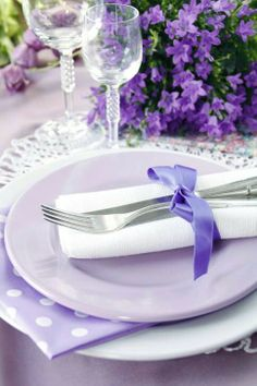 Pretty place setting--i love this color   lavender, lilac  purple white