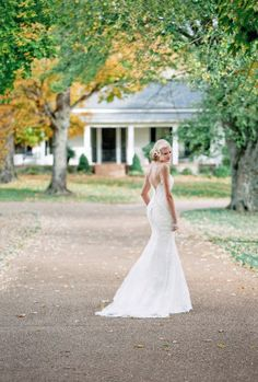 51 Ideas bridal photography poses floral design for 2019 Bridal Poses, Wedding Poses, Bridal Portraits, Wedding Dresses, Wedding Ideas, Wedding 2015, Summer Wedding, Wedding Details, Wedding Bouquets