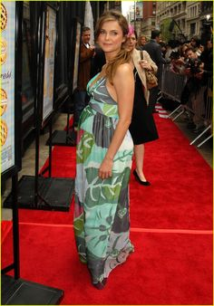 Keri Russell - pregnant style