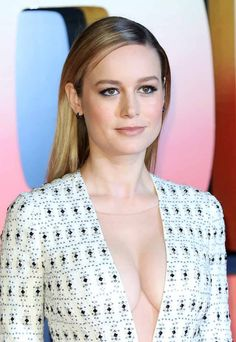 The 5 most sensual photos of Brie Larson, the massive Marvel Captain :: Society . Brie Larson, Hollywood Celebrities, Hollywood Actresses, Beautiful Celebrities, Most Beautiful Women, Alison Brie, Actrices Hollywood, Female Actresses, Bikini Pictures