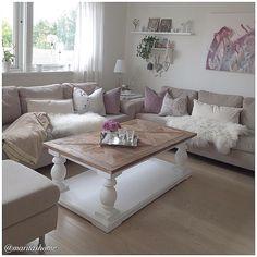 Dette var utrolig lekkert!! #Repost @maritashome Da var vi hjemme igjen å endelig var bordet mitt komt fra @classicliving kjempefornøyd Og heldige meg som har en mamma som har passet hus og blomster og Per som hadde skrudd opp bordet Deilig å komme hjem men for ett drittvær her #myhome #mystyle #mynorwegianhome #interior125 #interior123 #interior4you1 #interior_and_living #interior9508 #passion4interior #dream_interiors #roomforinspo #shabby_chichomes #eleganceroom #hem_inspiration