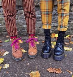 Doc Martens have been in style for almost 60 years, discover what made them so popular. We also discuss how to wear them in style! Grunge Outfits, Style Outfits, Cute Outfits, Grunge Style, Style Indie, Retro Style, Doc Martens Outfit, Alternative Outfits, Alternative Fashion