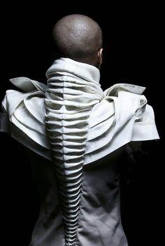 Sculptural fabric manipulation that looks more like art than clothing. 3d Fashion, Fashion Details, Ideias Fashion, Fashion Design, Fashion Fabric, Origami Fashion, Animal Fashion, Street Fashion, Womens Fashion