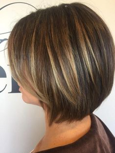 37 beautiful ideas to freshen up your hair color with highlights – Hair and Beauty eye makeup Ideas To Try – Nail Art Design Ideas - Best HairStyles For All Bob Style Haircuts, Cute Bob Hairstyles, Stacked Bob Hairstyles, Summer Hairstyles, Medium Hair Styles, Curly Hair Styles, Hair Color Highlights, Partial Highlights, Fine Hair