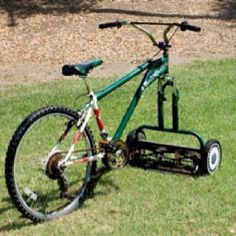 This looks cool! - Green Renaissance This ingenious Bicycle-Lawnmower, fun way to cut your lawn. Riding Lawn Mowers, Homestead Survival, Flower Tower, Cool Photos, Recycling, Reuse Recycle, Backyard, Good Things, Manly Things