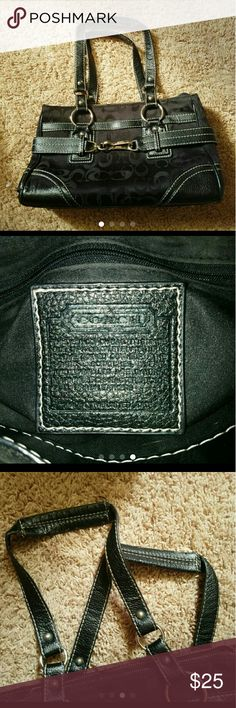 Coach purse Zain zipper is broken and handles are worn still good condition just has some signs of wear unsure if authentic Coach Bags Shoulder Bags