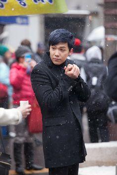 Lee Hong Ki on the set of Bride of the Century